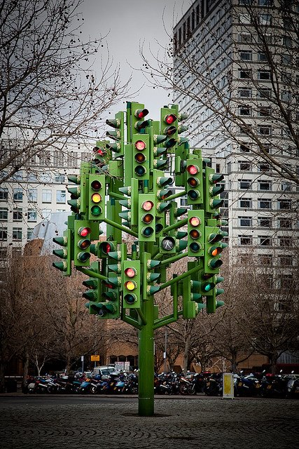 "The ""Traf­fic Light Tree"" by Pierre Vivant"