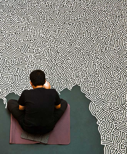 Hi-Fructose: Motoi Yamamo­to, salt artist, work­ing on 'Labyrinth'
