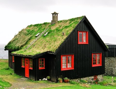 Black & Red House with Grass Roof via Scotch and Jazz at Dusk : http://scotchandjazzatdusk.com/