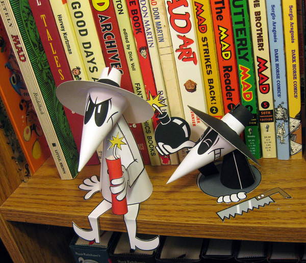 Complex Urban and Pop Culture Paper Toys Via: http://abduzeedo.com/super-awesome-paper-toys