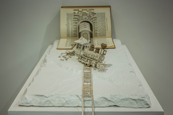 Detailed Book Sculptures by Thomas Wight­man